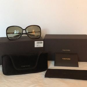 0ef11d60afe6 Tom Ford. Tom Ford Raquel oversized open side sunglasses